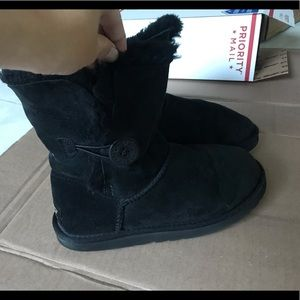 UGG bailey button size 7/8